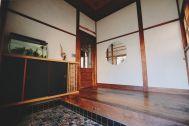青い屋根の古民家スタジオ カマス邸:カマス邸の玄関