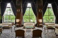ホテルニューグランド/ マネジメントスペース:ロビーラウンジ 窓側緑抜け
