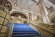 ホテルニューグランド/ マネジメントスペース:大階段 下から