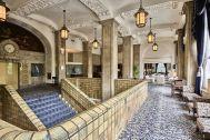 ホテルニューグランド/ マネジメントスペース:大階段 周辺