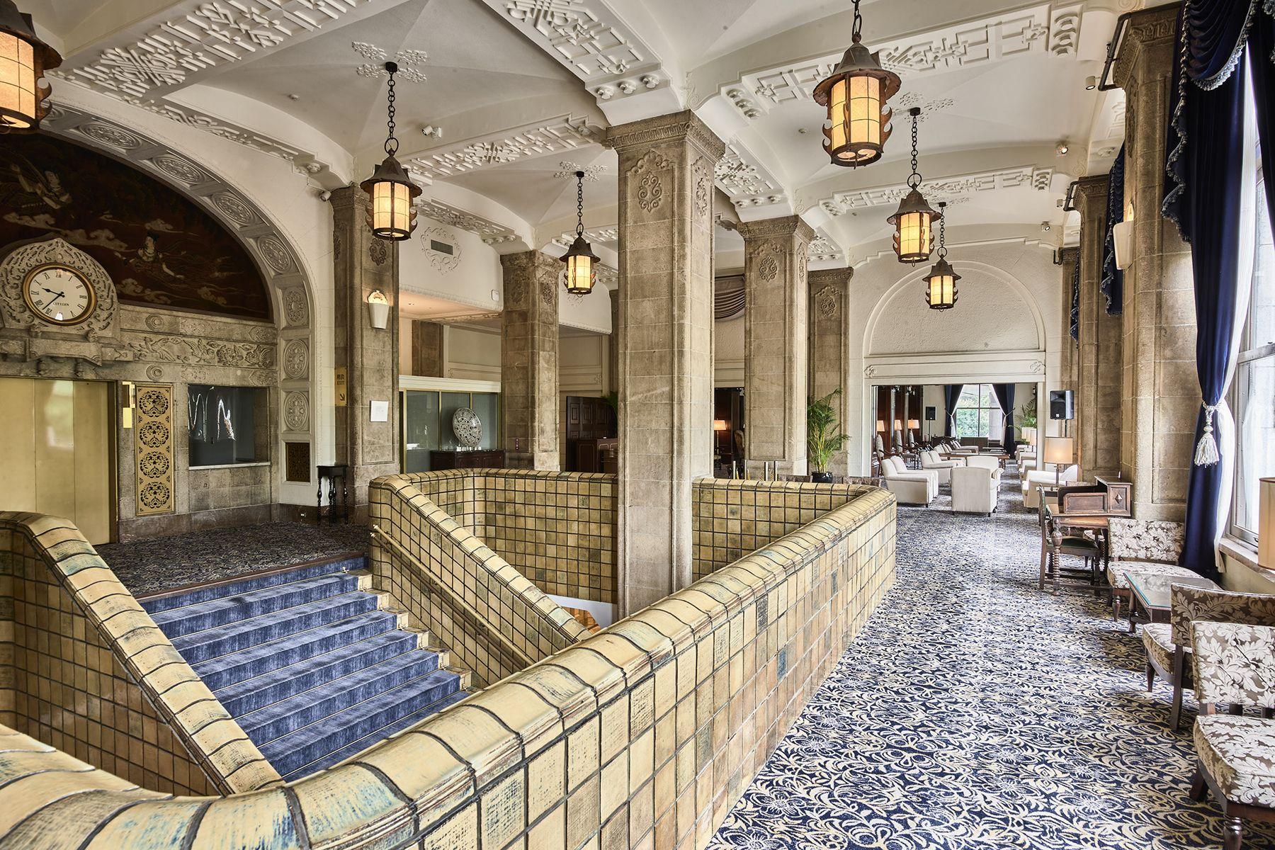 ホテルニューグランド/ マネジメントスペース大階段 周辺