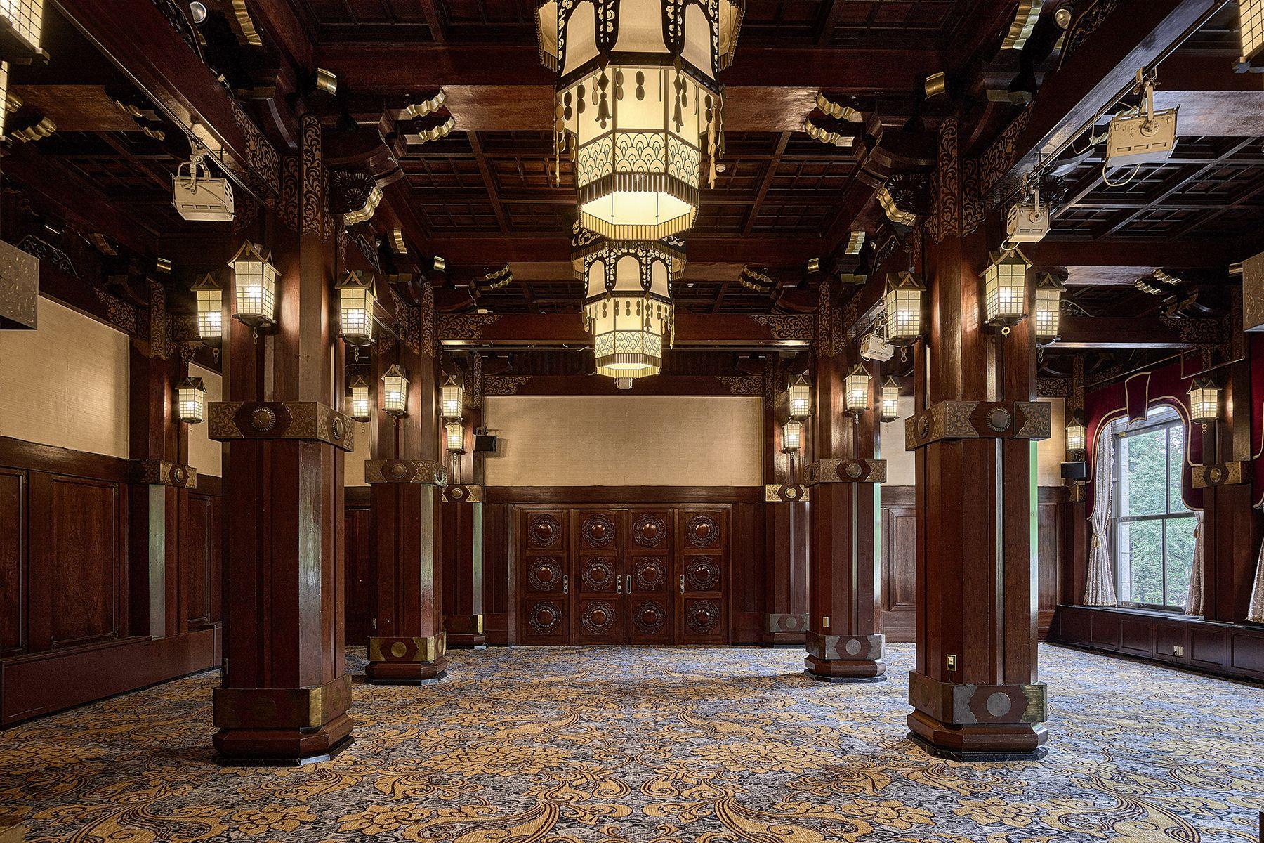 ホテルニューグランド/ マネジメントスペースフェニックスルーム 中扉