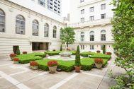 ホテルニューグランド/ マネジメントスペース:中庭 全体