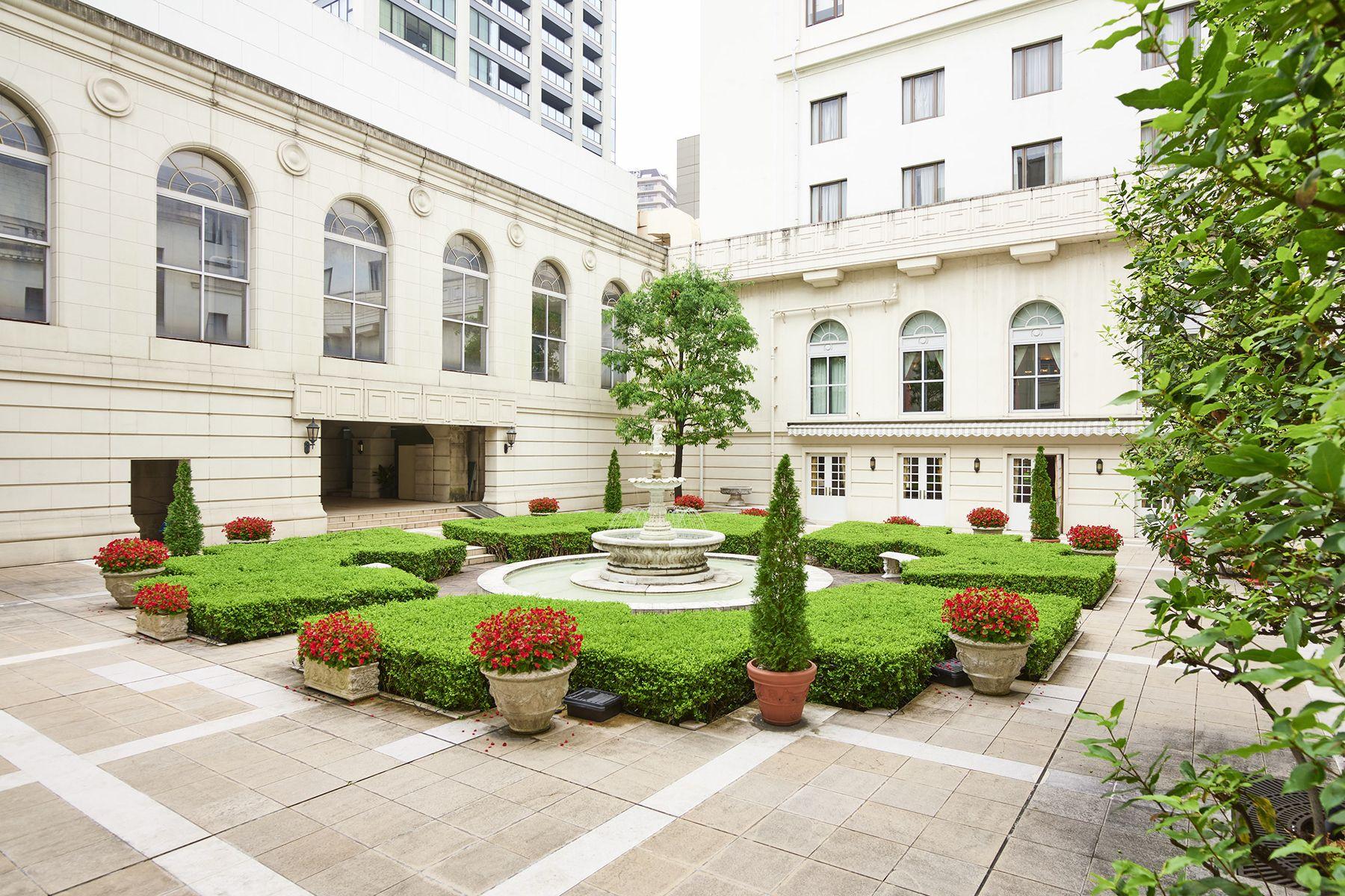 ホテルニューグランド/ マネジメントスペース中庭 全体