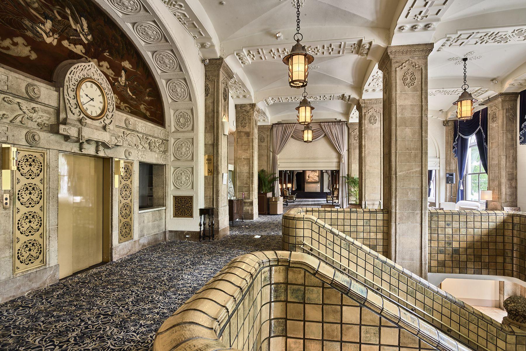 ホテルニューグランド/ マネジメントスペース本館 入り口正面