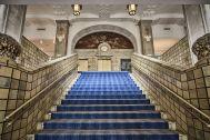 ホテルニューグランド/ マネジメントスペース:大階段 正面下から