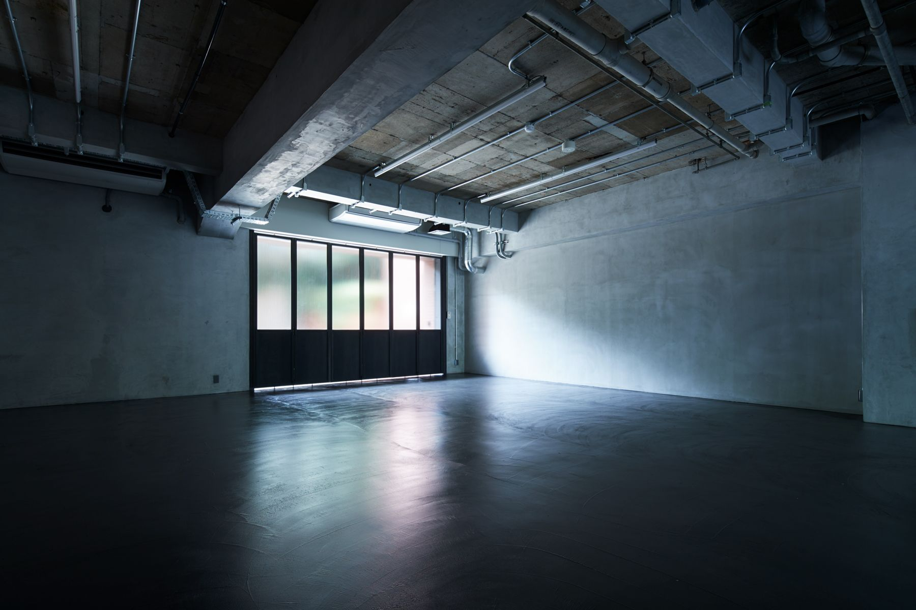 noru studio (ノル スタジオ)中庭から差し込む柔らかな光
