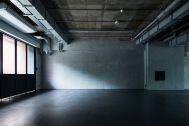 noru studio (ノル スタジオ):中庭から差し込む柔らかな光