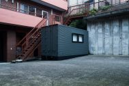 noru studio (ノル スタジオ):中庭のコンテナはメイクルーム