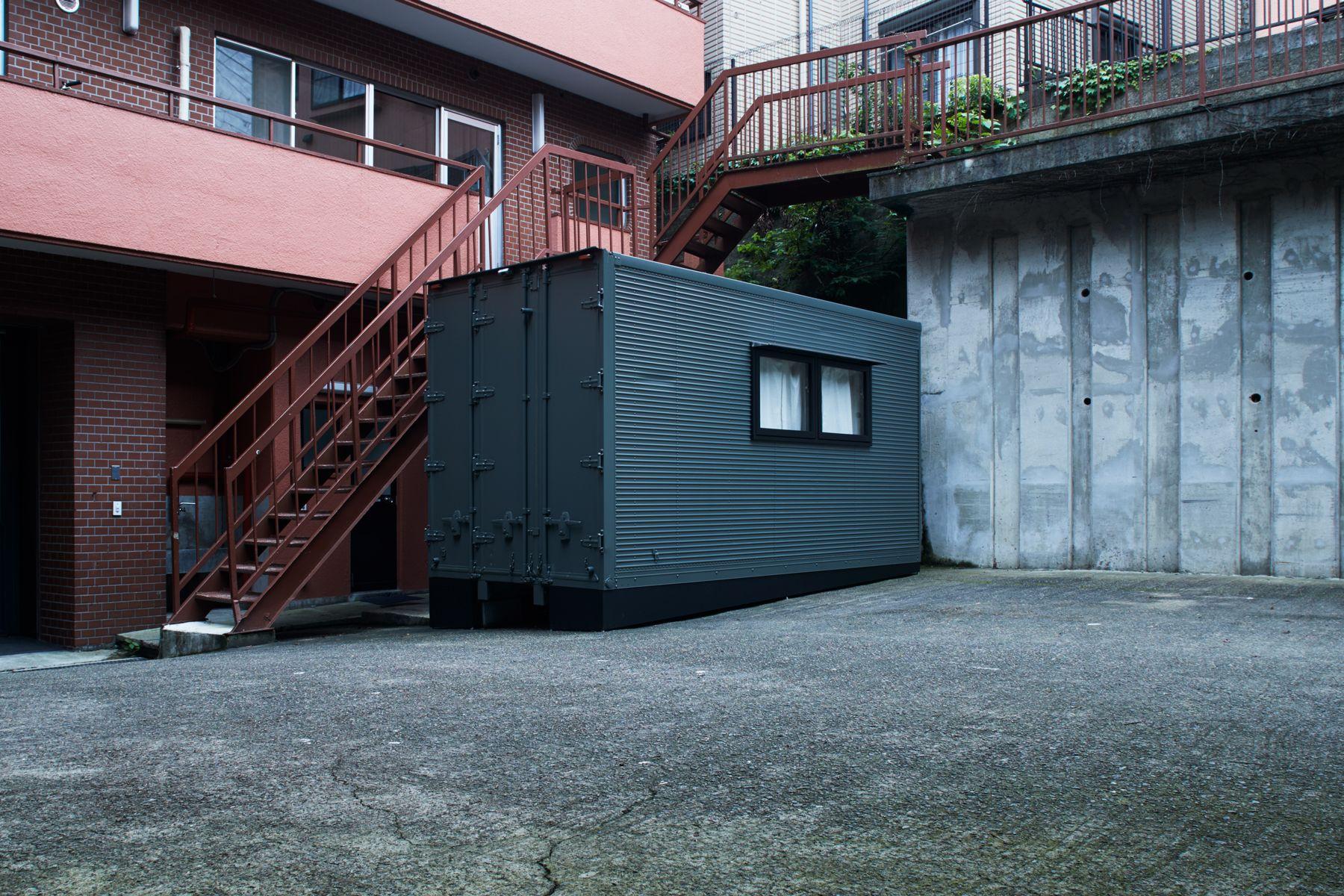 noru studio (ノル スタジオ)中庭のコンテナはメイクルーム
