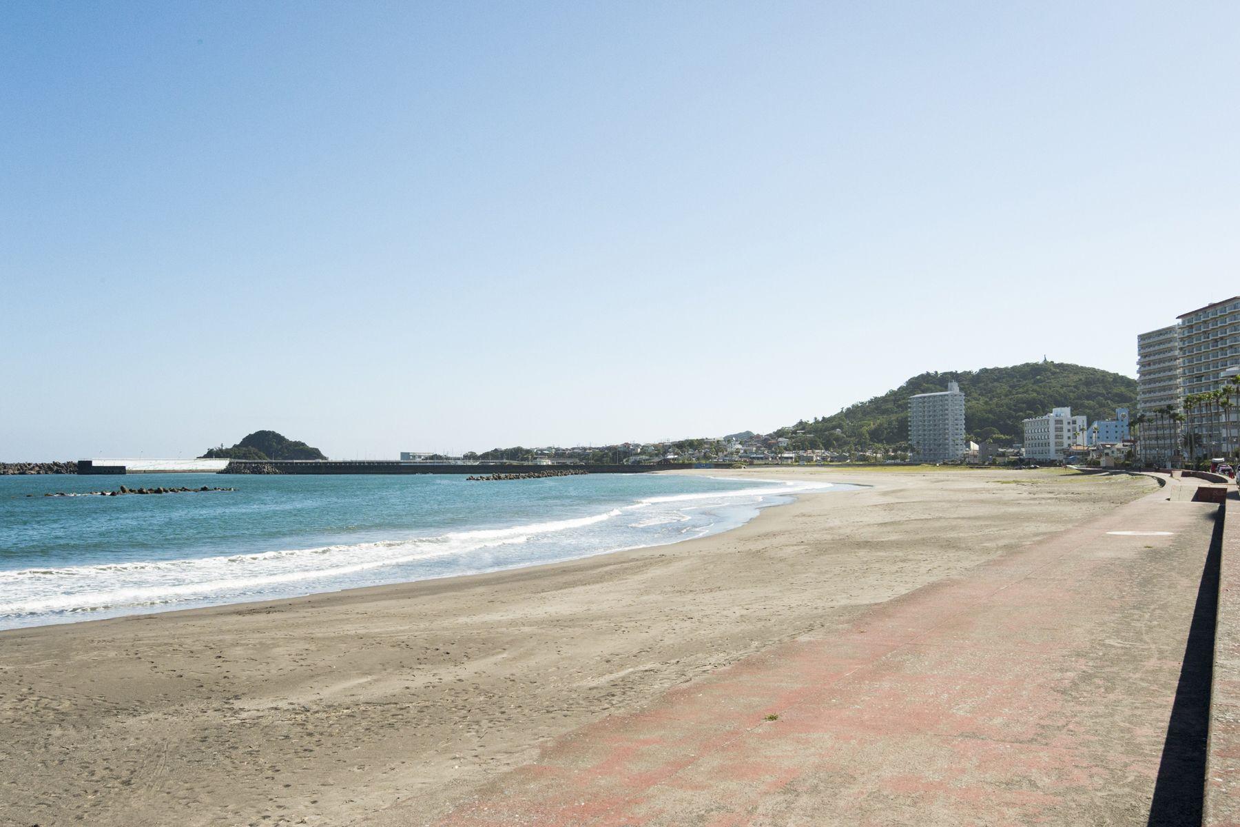 鴨川サーフィンハウス白い砂浜
