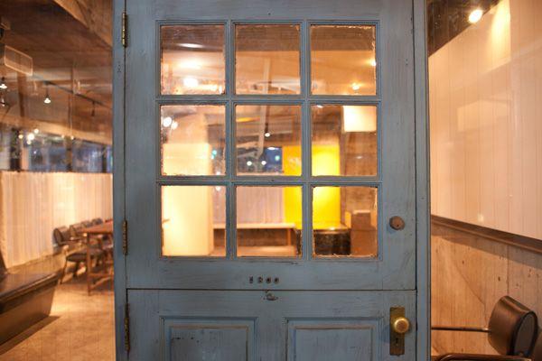 playroom/レンタルスペース (プレイルーム)レトロな入口のドア