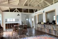 旧海岸第五スタジオ:キッチン側に向かって