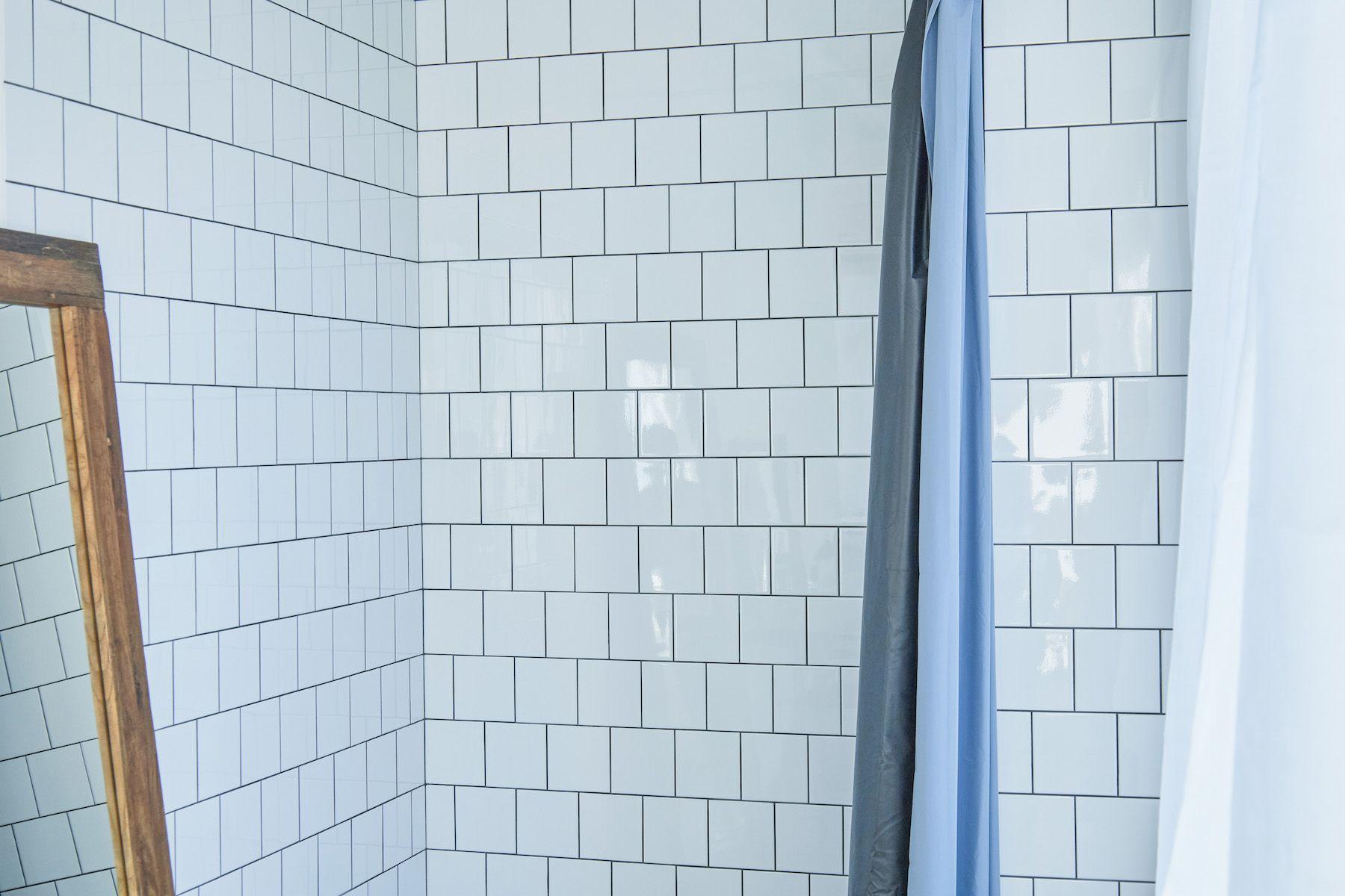 Inspiration studio (インスピレーションスタジオ)白タイル壁で撮影可能