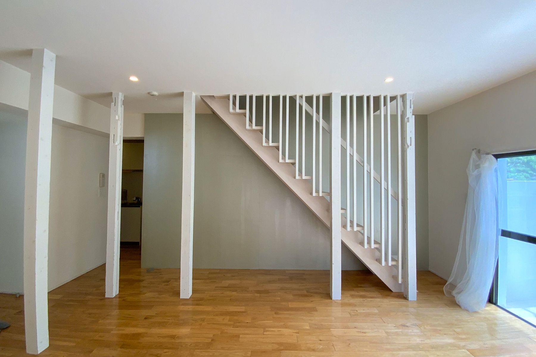 目黒本町テラスハウス真っ白な階段