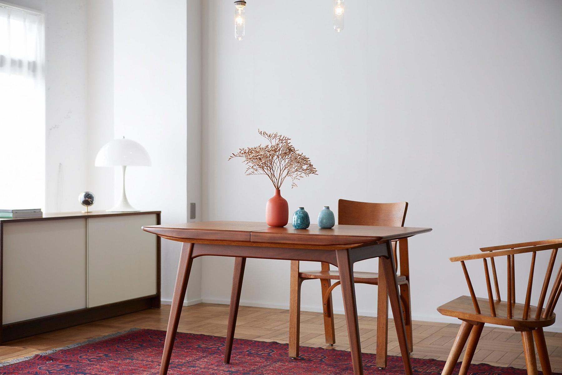 The Factory Aoyama Gaien (ザファクトリー青山外苑)モルタル×窓のある東側白壁
