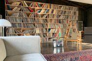旧海岸第七スタジオ:壁一面のレコード
