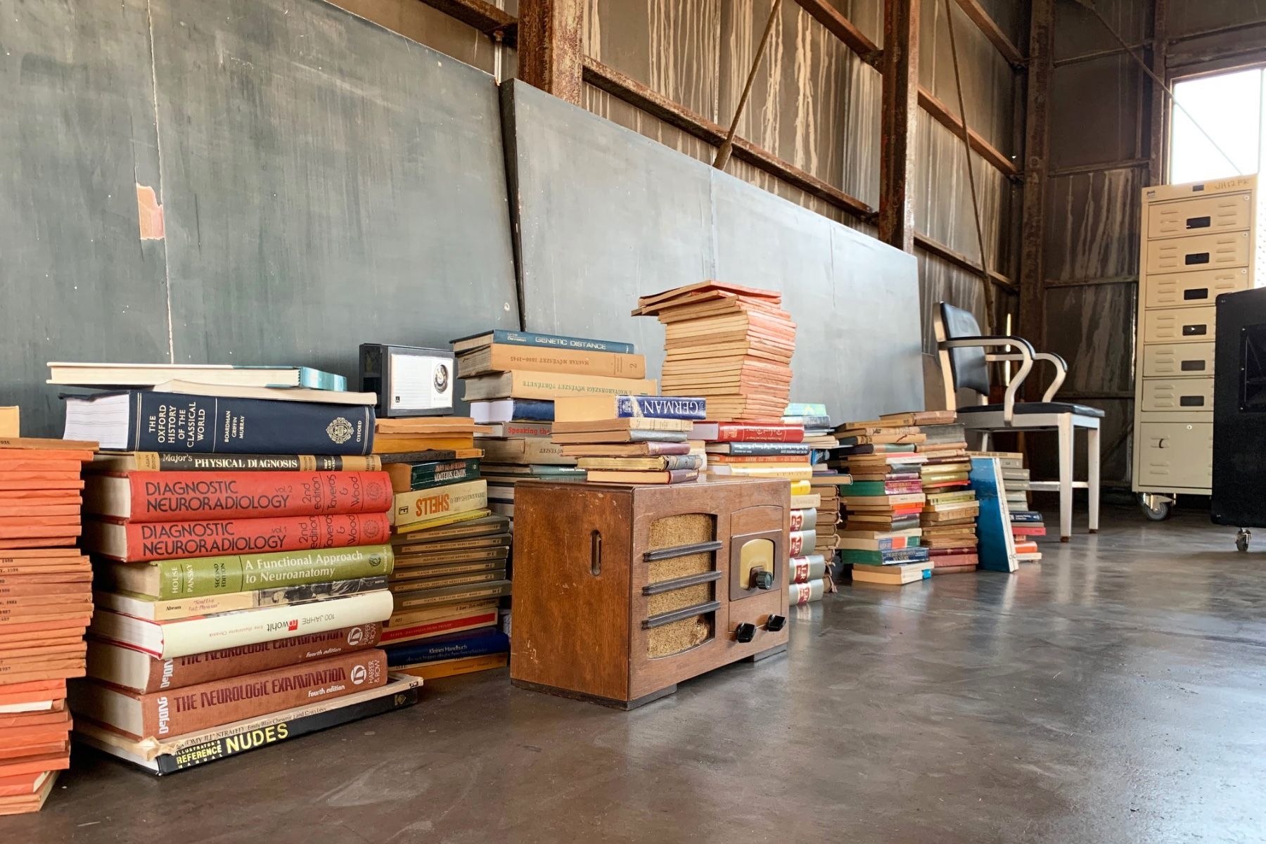 旧海岸第七スタジオ洋書のプロップも充実