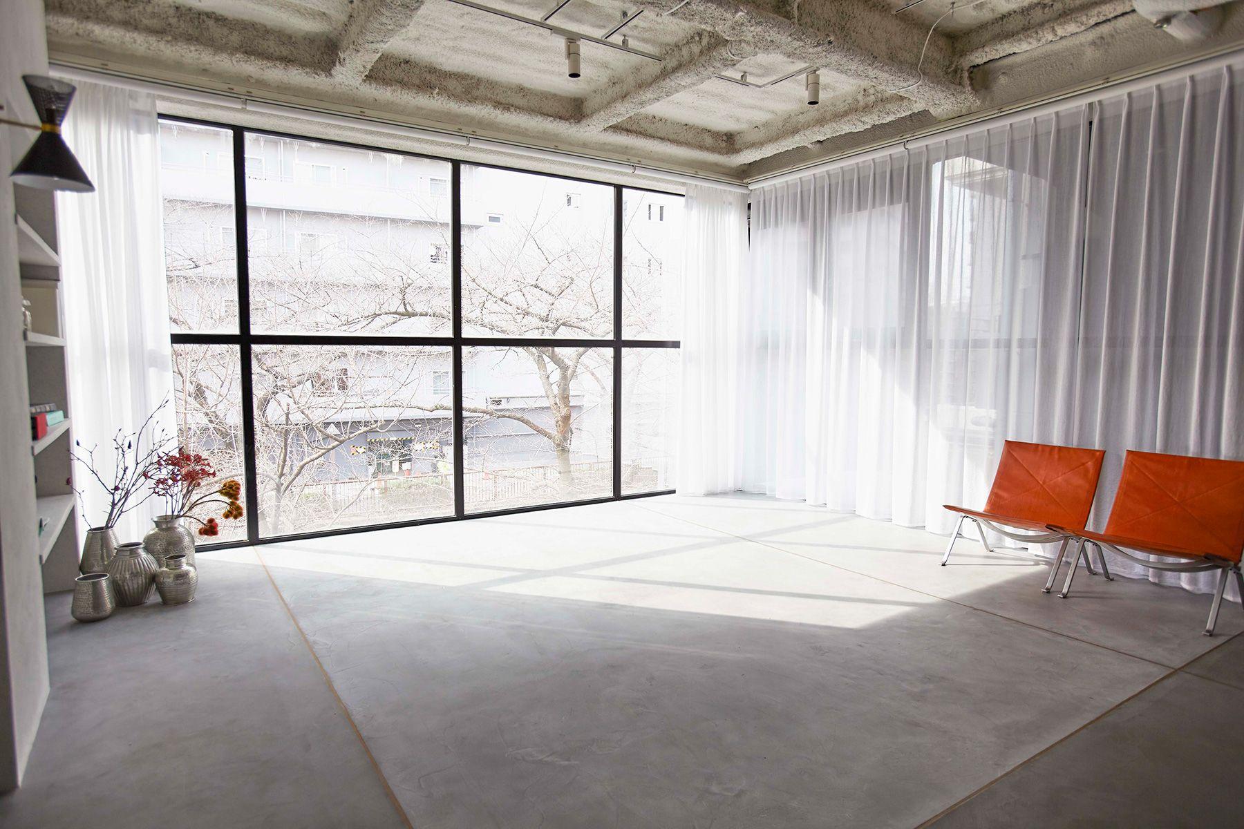 BASE STUDIO 2F +STYLE (ベーススタジオ 2F +スタイル)正面が目黒川沿いの桜並木