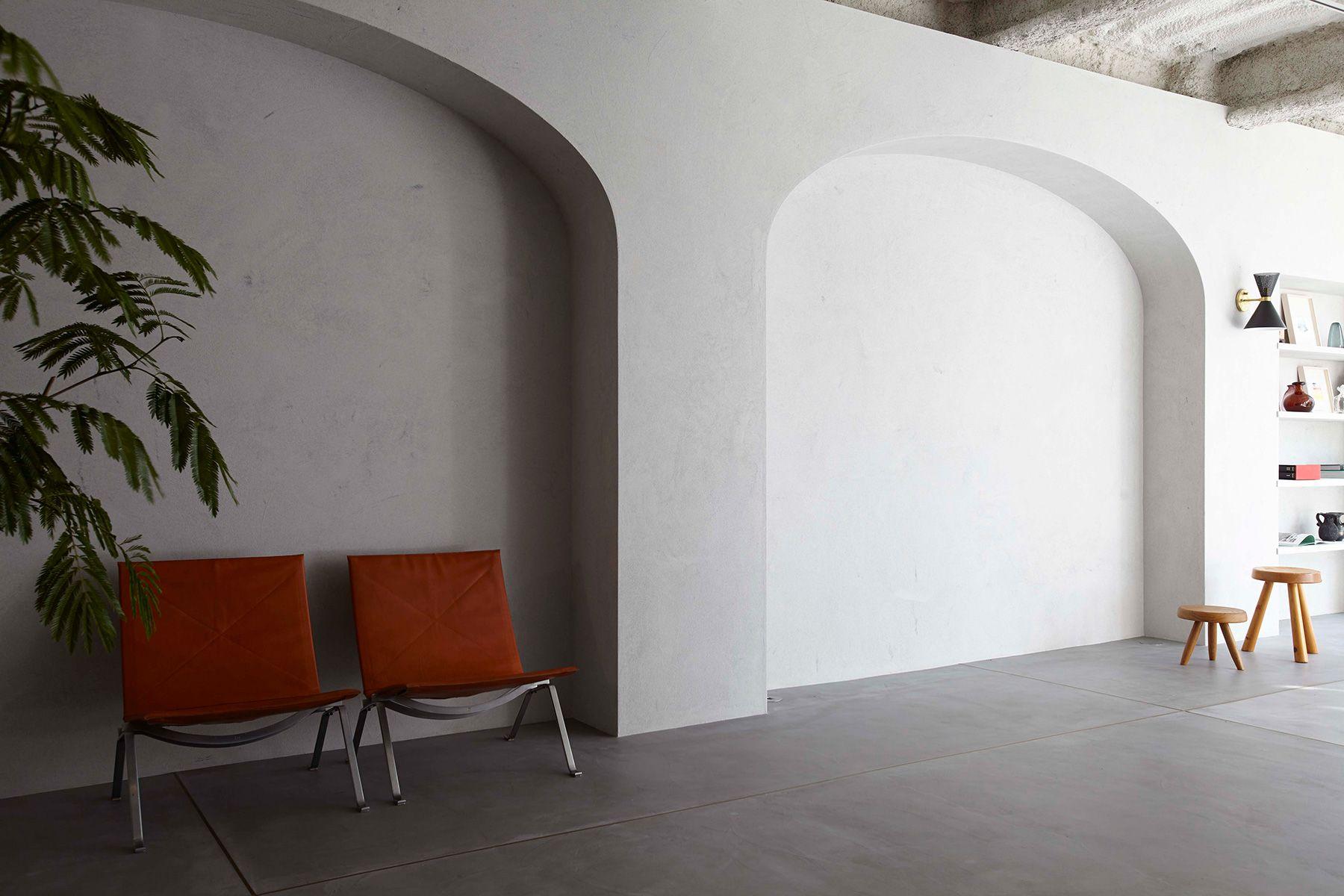 BASE STUDIO 2F +STYLE (ベーススタジオ 2F +スタイル)グレイッシュなカーボン素材左官
