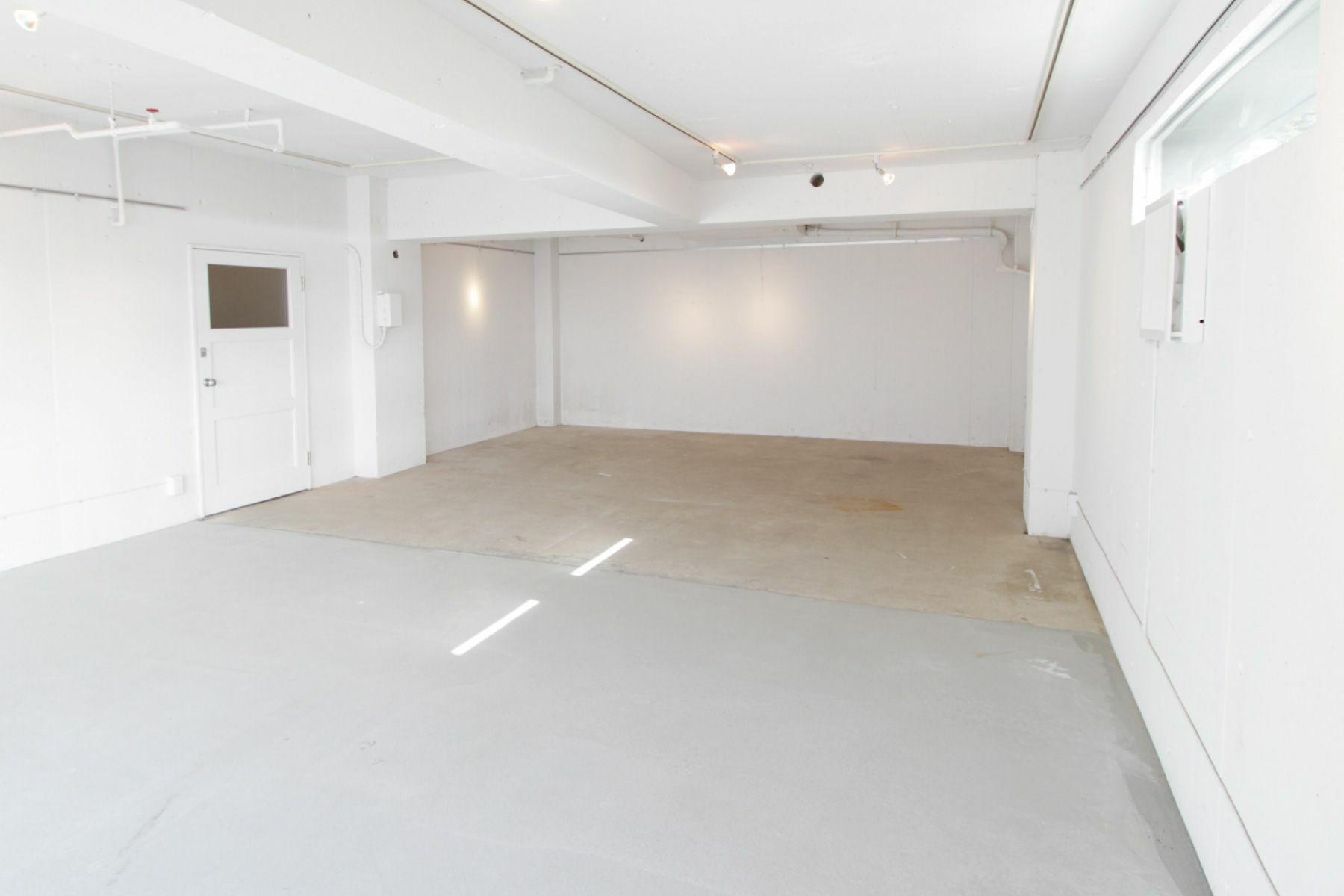 SIMPLE HOUSE (シンプル ハウス)1F モルタル床の空間