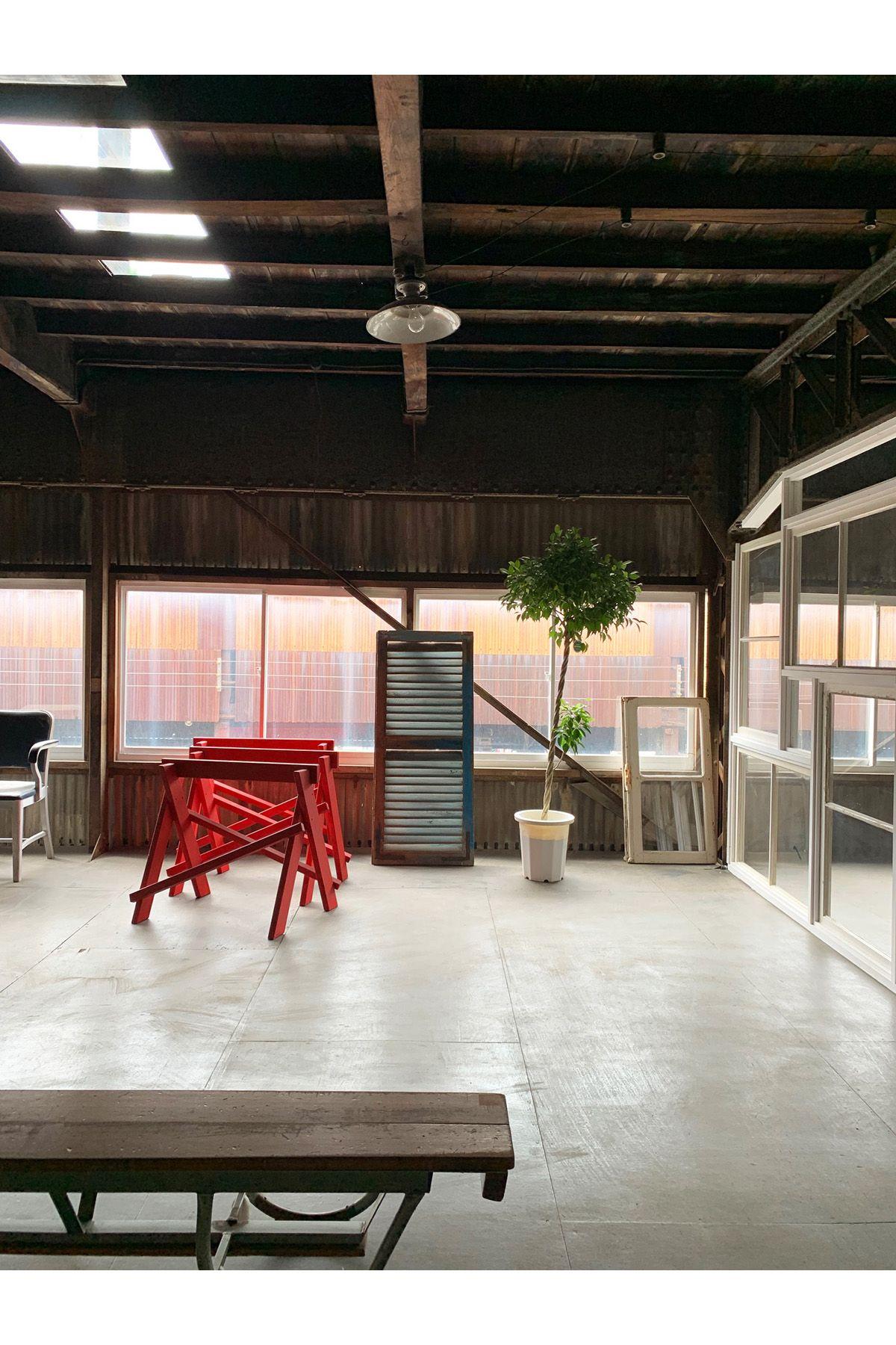 旧海岸第八スタジオ空間とプロップ 絶妙なバランス