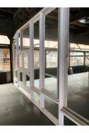 旧海岸第八スタジオ:壁そのものがアートのよう