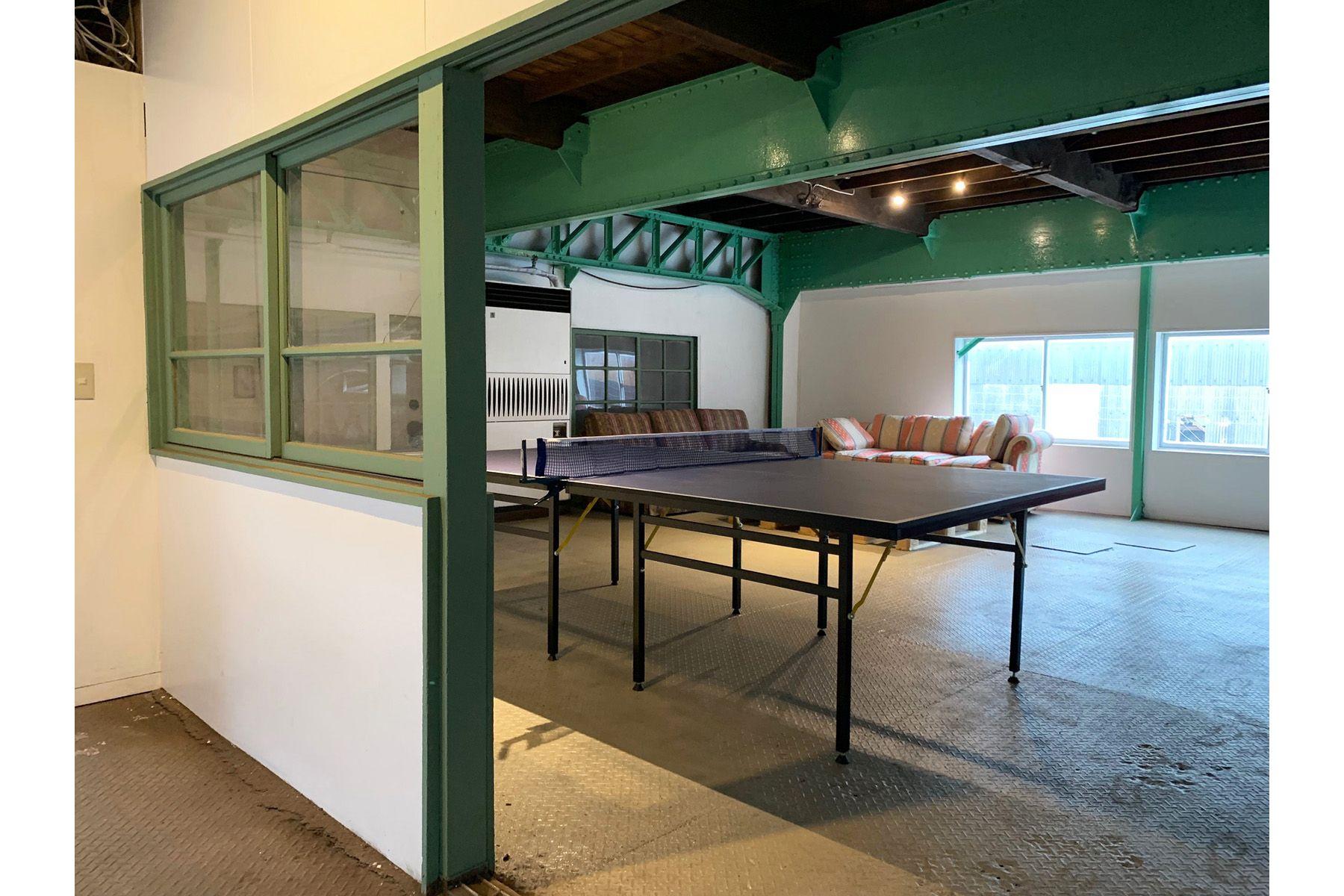 旧海岸第八スタジオ卓球もできる控室