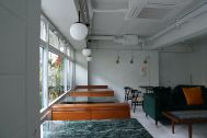 ANEA CAFÉ  松見坂/店舗 (アネアカフェ マツミザカ):テーブルは大理石の天板