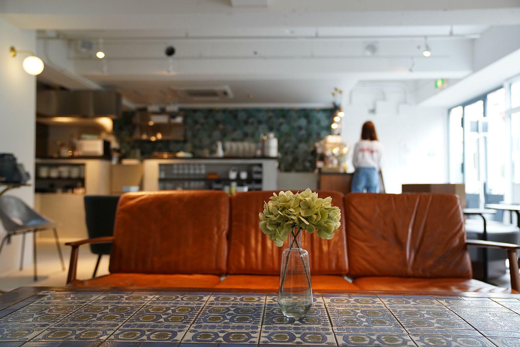 ANEA CAFÉ  松見坂/店舗 (アネアカフェ マツミザカ)3シータ 皮張りソファ