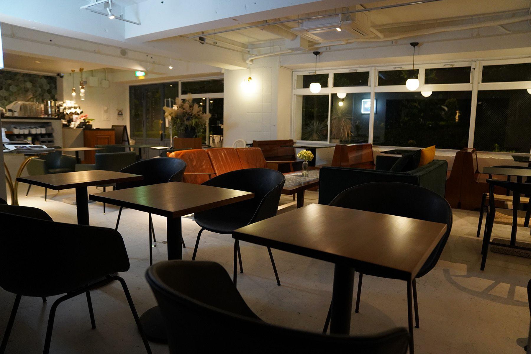 ANEA CAFÉ  松見坂/店舗 (アネアカフェ マツミザカ)夜の店内