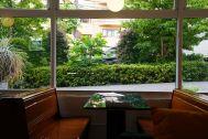 ANEA CAFÉ  松見坂/店舗 (アネアカフェ マツミザカ):淡島通り沿いに面した店内