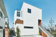 THE FLOW KAMAKURA (ザ フロウ カマクラ):建物外観&駐車場