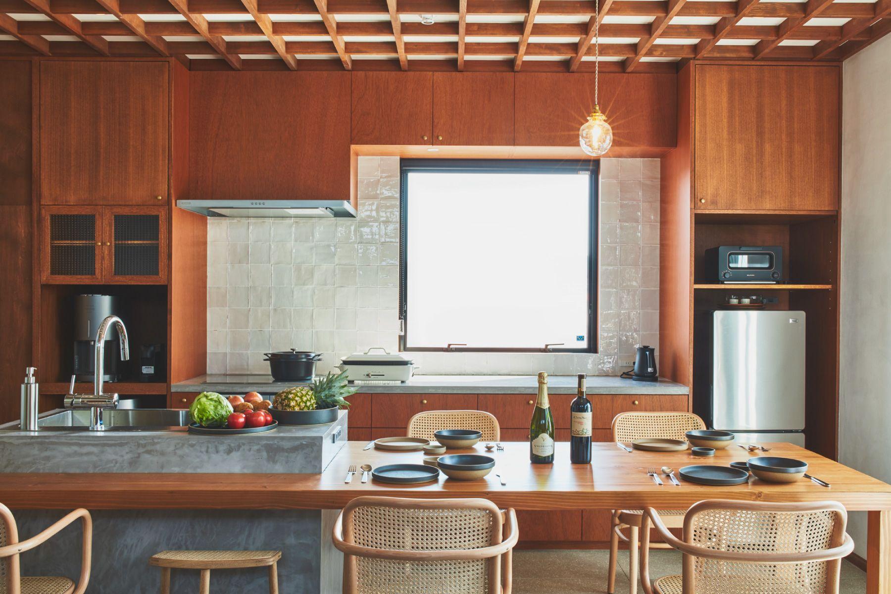 THE FLOW KAMAKURA (ザ フロウ カマクラ)SORA 3Fキッチン 上質な食器や家電付