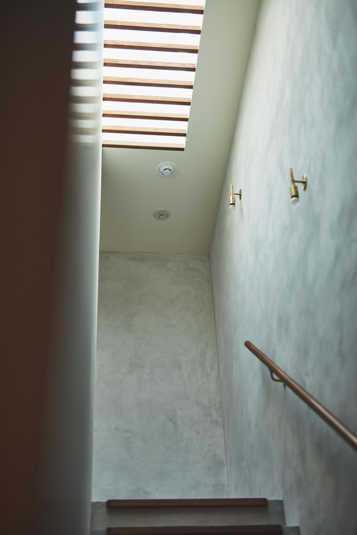 THE FLOW KAMAKURA (ザ フロウ カマクラ)SORA階段/上からの光が幻想的