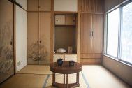 塩/シェアアトリエ (ropeマネジメントスペース):2F 丸テーブルで純和室にも