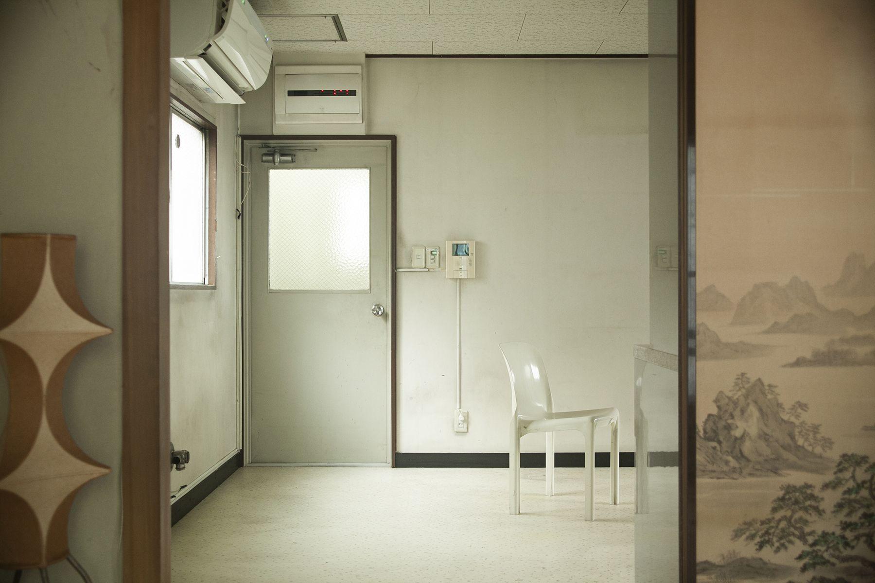 塩/シェアアトリエ (ropeマネジメントスペース)2F 和室からダイニング抜けアングル