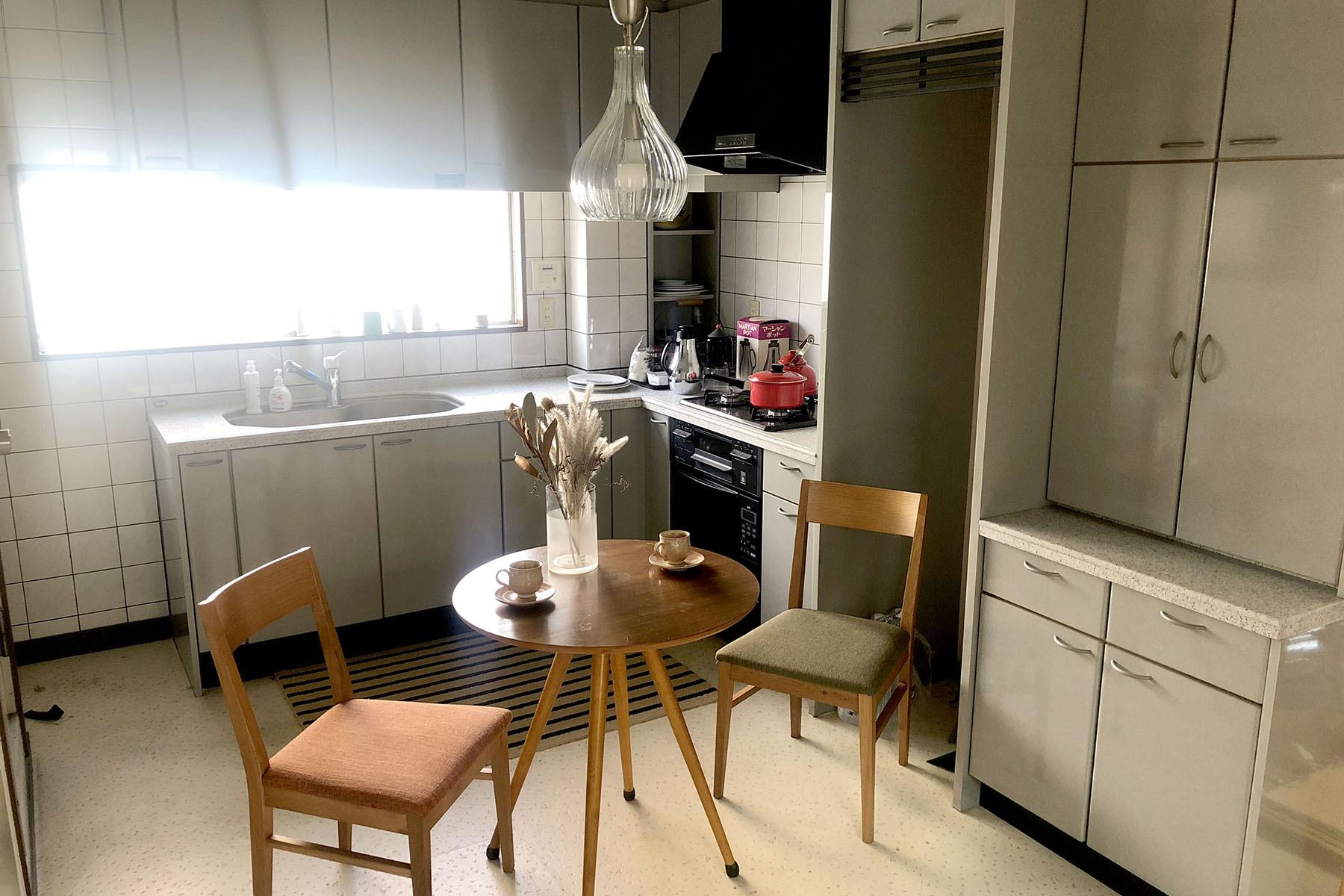 塩/シェアアトリエ (ropeマネジメントスペース)2F ダイニングとキッチン