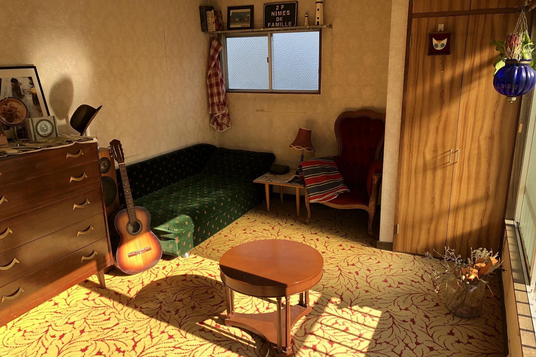 塩/シェアアトリエ (ropeマネジメントスペース)3F レトロ壁紙と絨毯の洋室