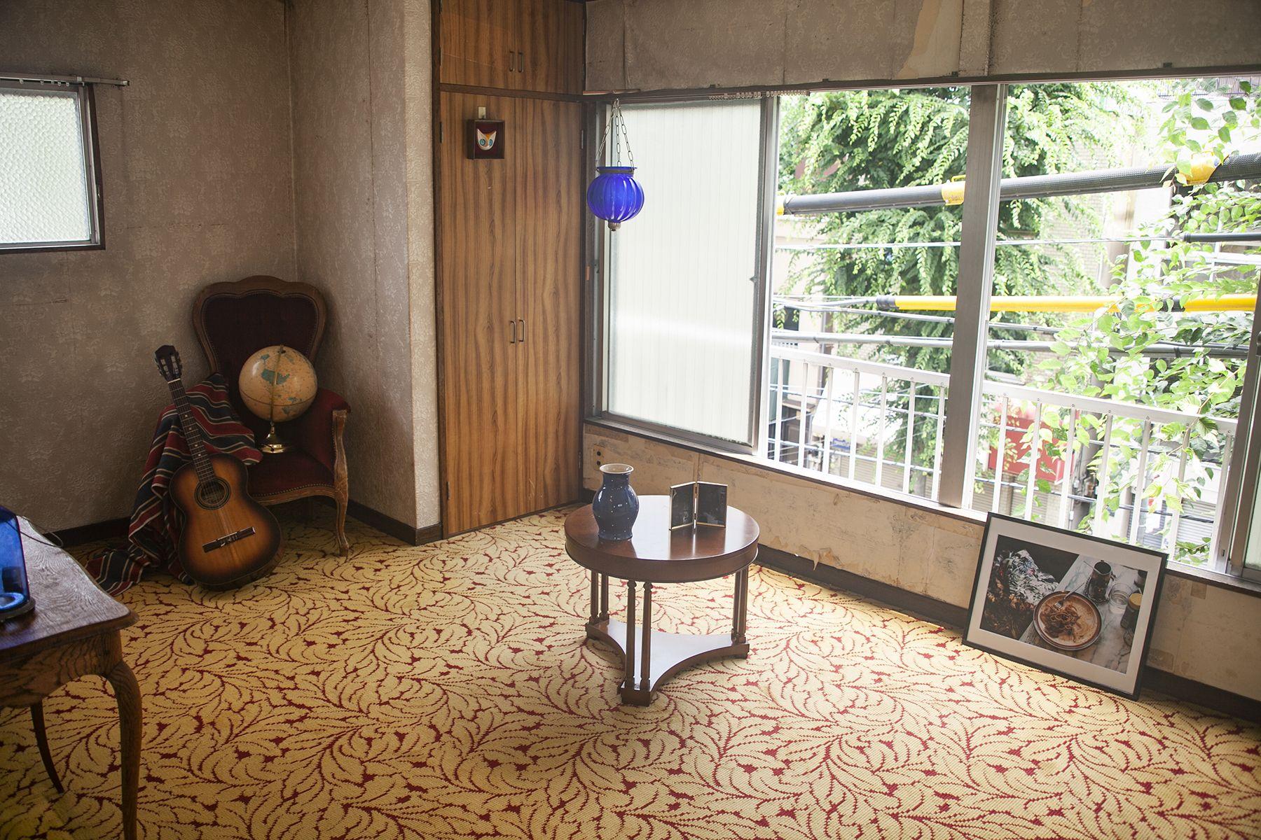 塩/シェアアトリエ (ropeマネジメントスペース)3F 洋室窓からレトロな街並