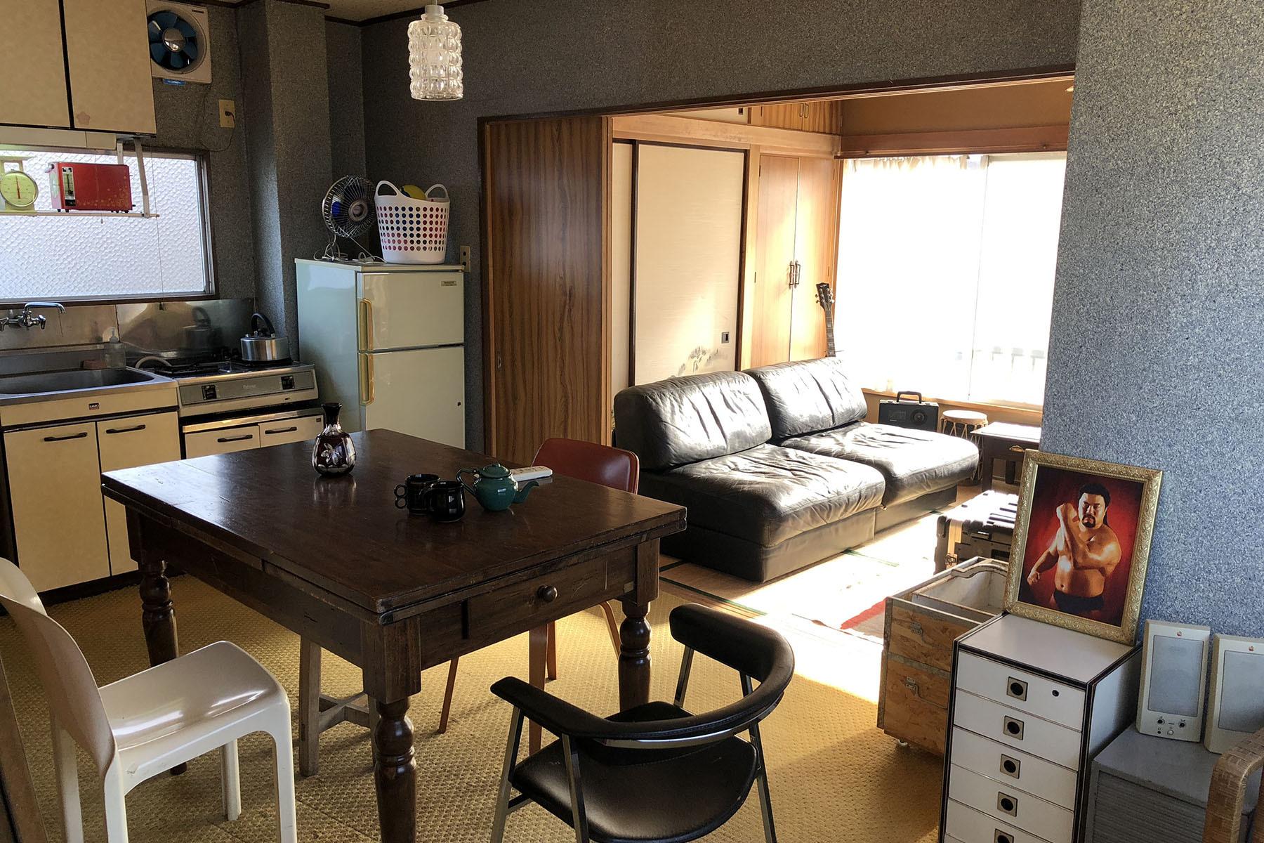 塩/シェアアトリエ (ropeマネジメントスペース)4F 和室から昭和キッチン部屋へ