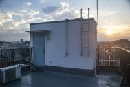 塩/シェアアトリエ (ropeマネジメントスペース):屋上 日の入り
