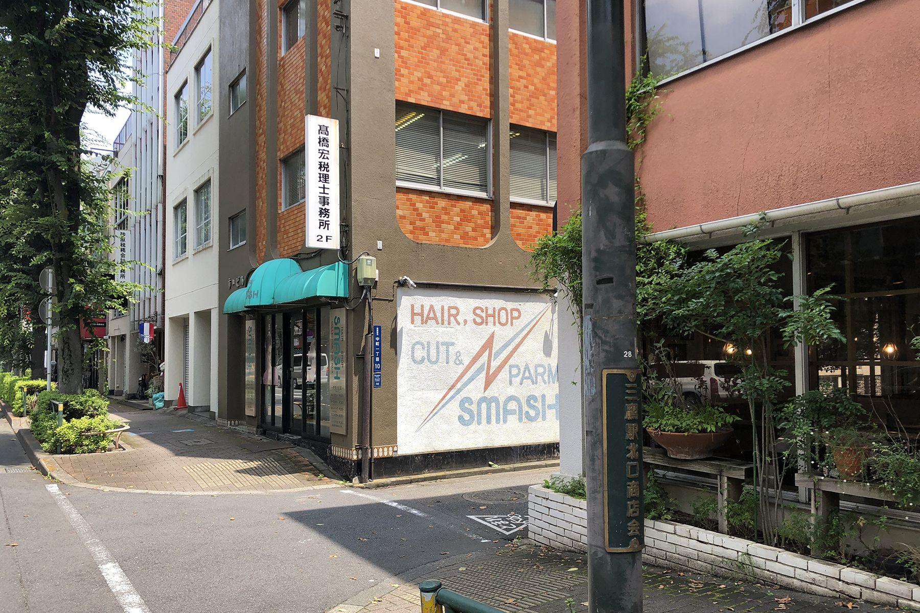 塩/シェアアトリエ (ropeマネジメントスペース)周辺はレトロなビルや店が点在