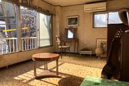 塩/シェアアトリエ (ropeマネジメントスペース):3F レトロな壁紙と絨毯の洋室