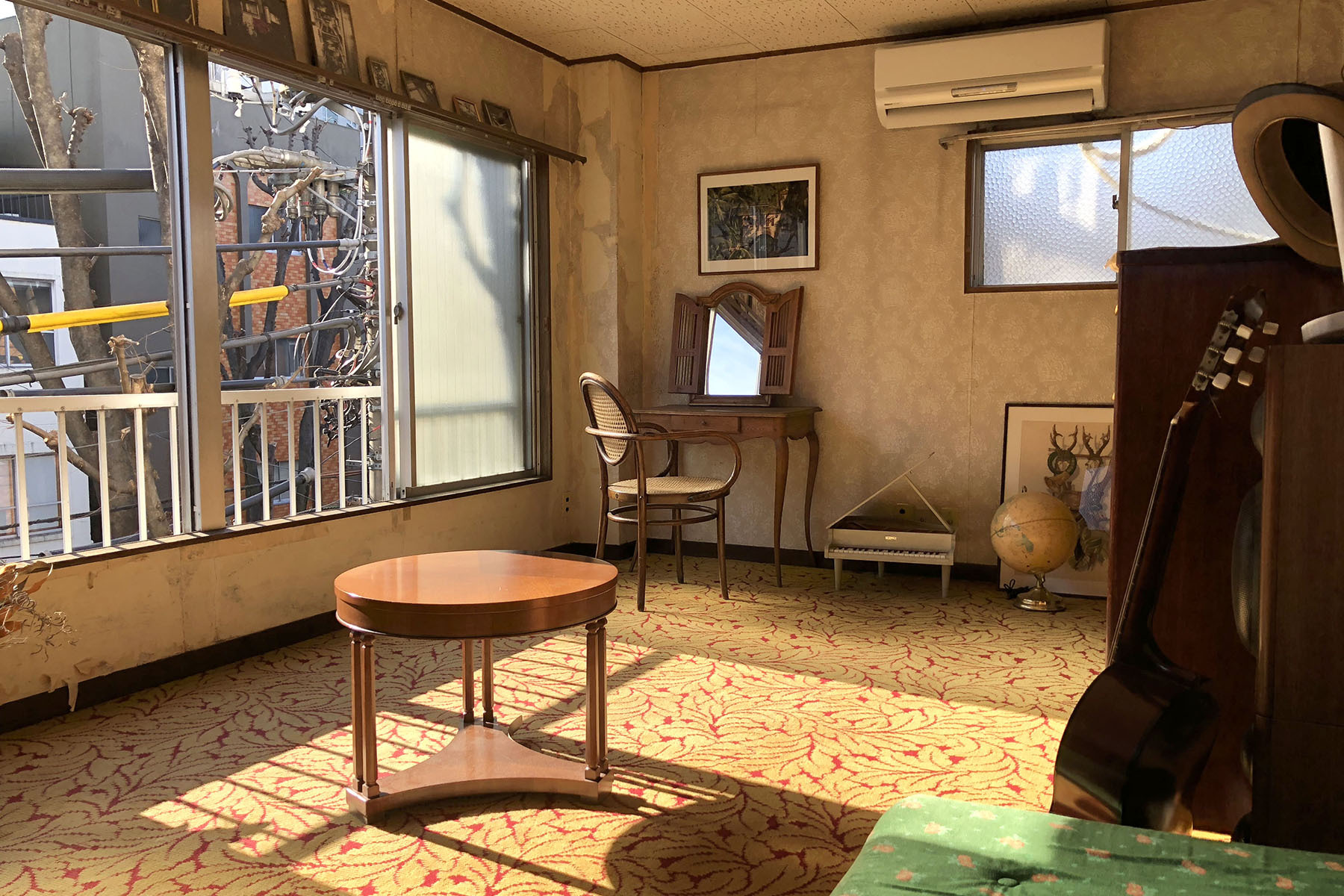 塩/シェアアトリエ (ropeマネジメントスペース)3F レトロな壁紙と絨毯の洋室