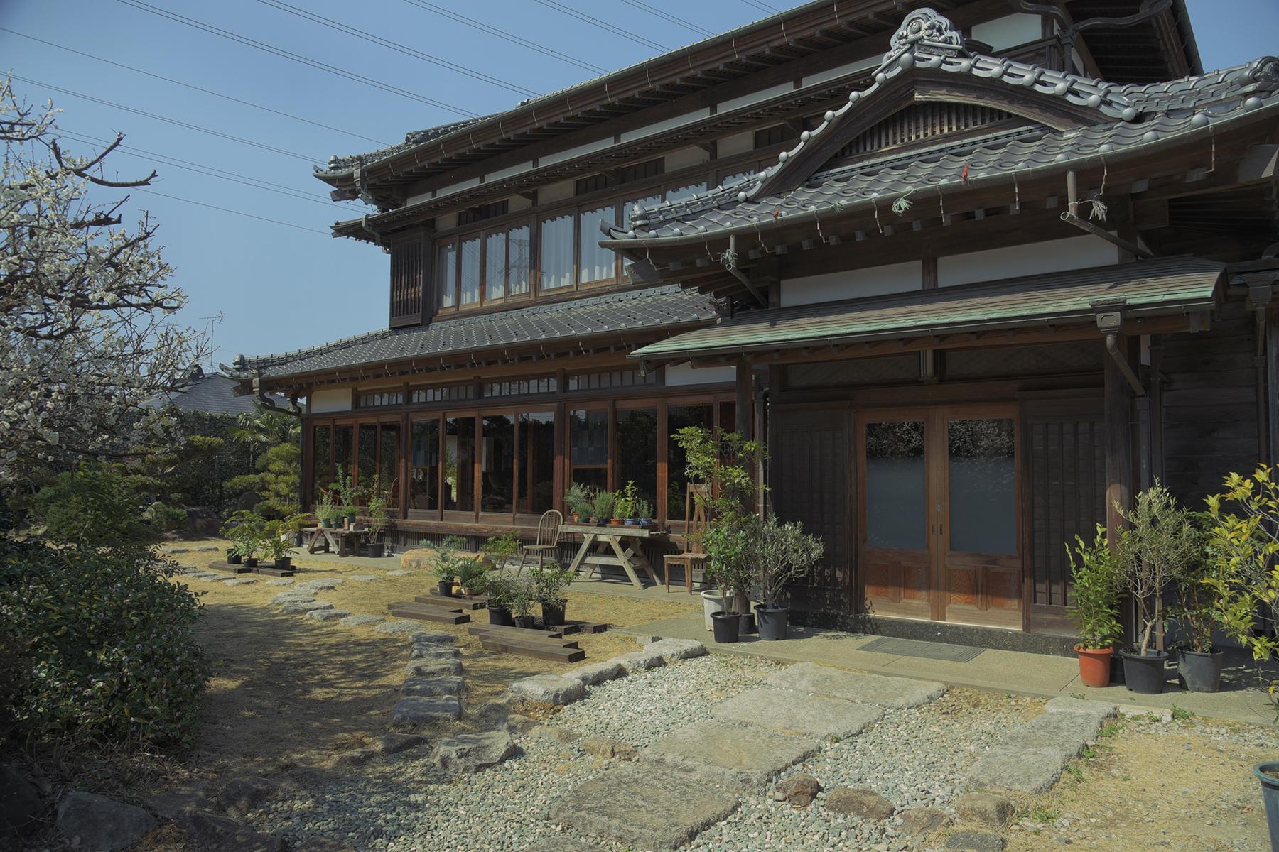 佐倉スタジオ (サクラ スタジオ)縁側と居間 洋風の設え