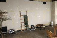 rope 2F:ベージュのラフなコンクリート壁