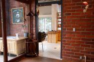 micotoya house (アイス屋/青果屋/shop):青果が並ぶ小部屋側