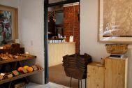 micotoya house (アイス屋/青果屋/shop):小部屋からアイス屋のカウンター