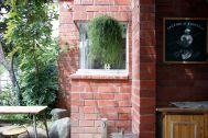 micotoya house (アイス屋/青果屋/shop):味のある煉瓦壁